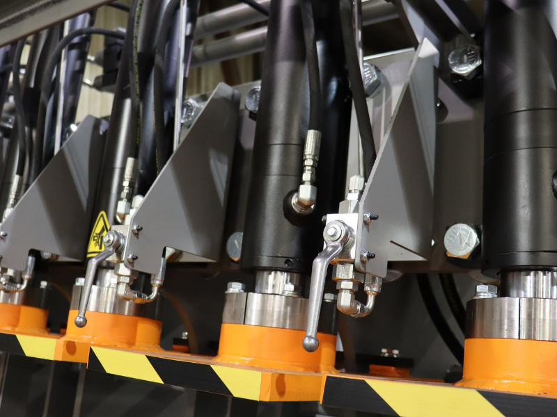 """3"""" Hydraulic Cylinders with Individual Valve"""