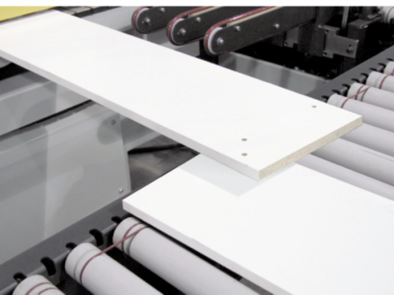 Conveyor design prevents interference from panels moving in opposite directions